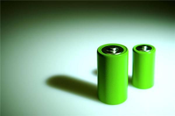 动力电池厂家浅谈磷酸铁锂电池相比铅酸电池的优势在哪里。